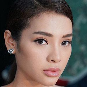 Phuong Trinh Jolie 2 of 5