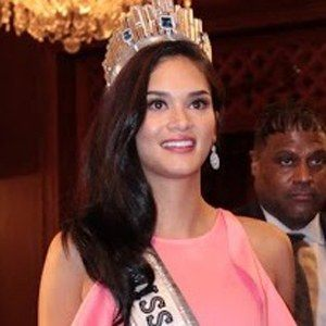 Pia Wurtzbach 4 of 5