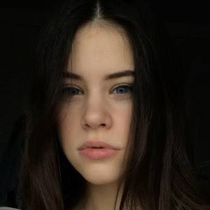 Polina Lans 2 of 4