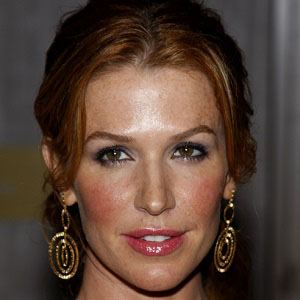 Poppy Montgomery 5 of 5