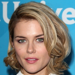 Rachael Taylor 6 of 10