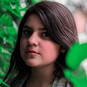 Rafaela Riboty 4 of 5