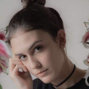 Raquel Maes 2 of 7