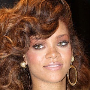 Rihanna 3 of 9