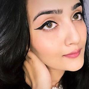 Riya Mavi 2 of 5