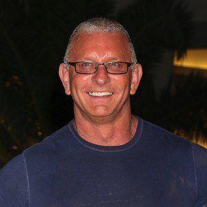 Robert Irvine 2 of 3