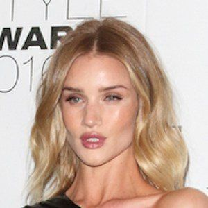 Rosie Huntington-Whiteley 7 of 10