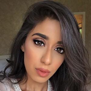 Saarah Zahid 2 of 6