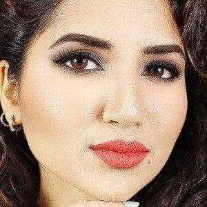 Saba Khan 3 of 5