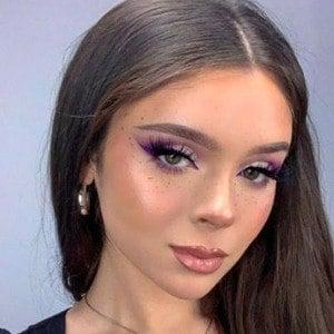 Samantha Lux Headshot 9 of 10