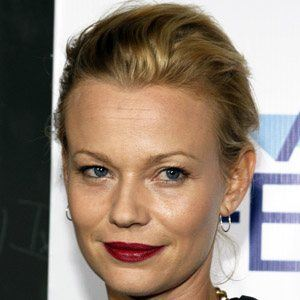 Samantha Mathis 5 of 5