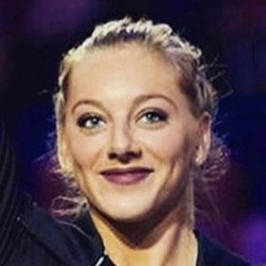 Samantha Peszek 2 of 5