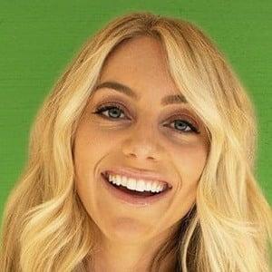Samantha Peszek Headshot 7 of 10