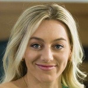 Samantha Peszek Headshot 10 of 10