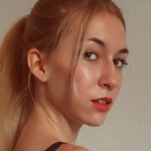 Sara Cabello 2 of 5