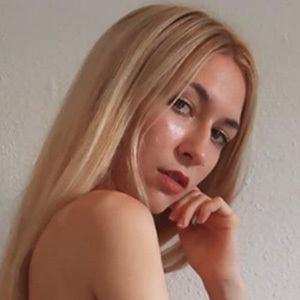 Sara Cabello 4 of 5