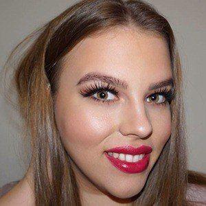 Sara Gjoneska 2 of 5