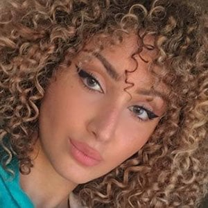Sara Ikram 3 of 4
