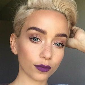 Sarah Bryant 2 of 6