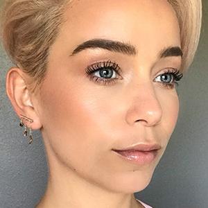 Sarah Bryant 3 of 6