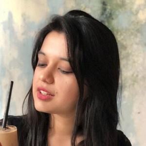 Sarah Hussain 2 of 6