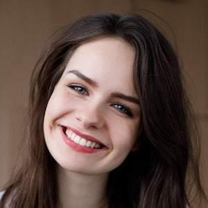 Sarah Nauta Headshot 2 of 8
