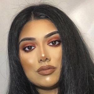 Sasha Malik Headshot 8 of 10