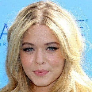 Sasha Pieterse 3 of 10