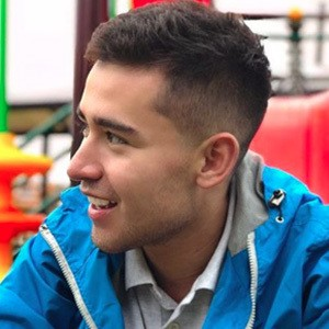 Sebastián Linares 4 of 6