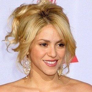 Shakira 4 of 9
