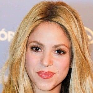 Shakira 7 of 9
