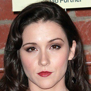Shannon Woodward 3 of 10