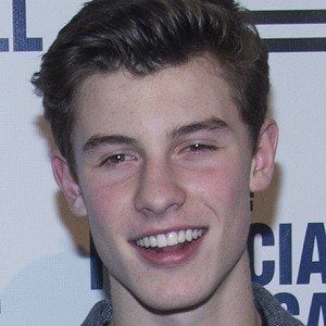 Shawn Mendes 3 of 9