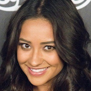 Shay Mitchell 4 of 10
