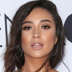 Shay Mitchell 5 of 10