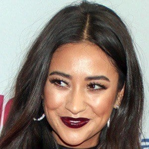 Shay Mitchell 6 of 10