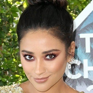 Shay Mitchell 7 of 10