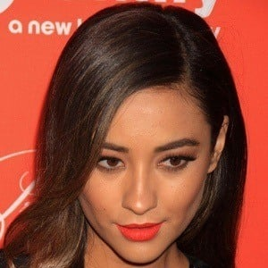 Shay Mitchell 9 of 10