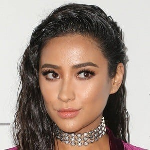 a5cc8eac5cb91 Shay Mitchell 10 of 10