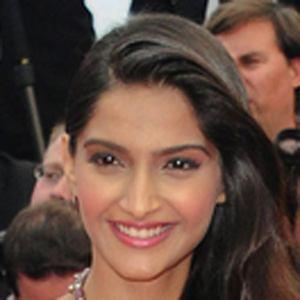 Sonam Kapoor 2 of 8