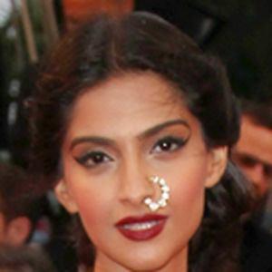 Sonam Kapoor 3 of 8