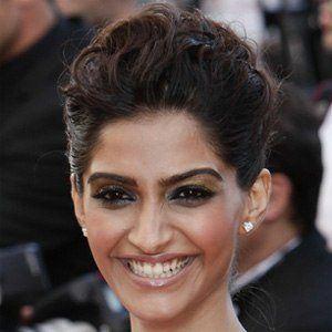 Sonam Kapoor 4 of 8