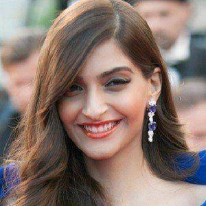 Sonam Kapoor 5 of 8