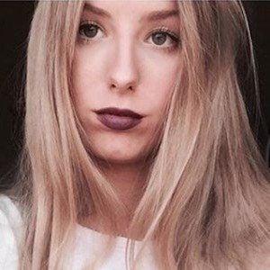 Sophie Sof Headshot 9 of 10