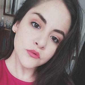 Stephanie Chávez 3 of 5