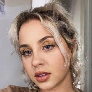 Stephanie Fisogni Headshot 7 of 10