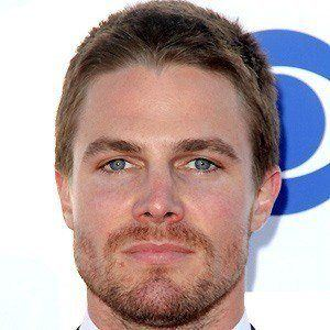 Stephen Amell 4 of 10