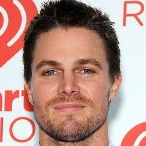 Stephen Amell 5 of 10