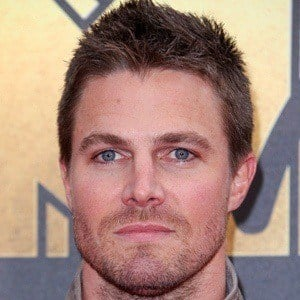 Stephen Amell 6 of 10
