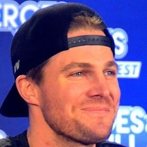Stephen Amell 7 of 10